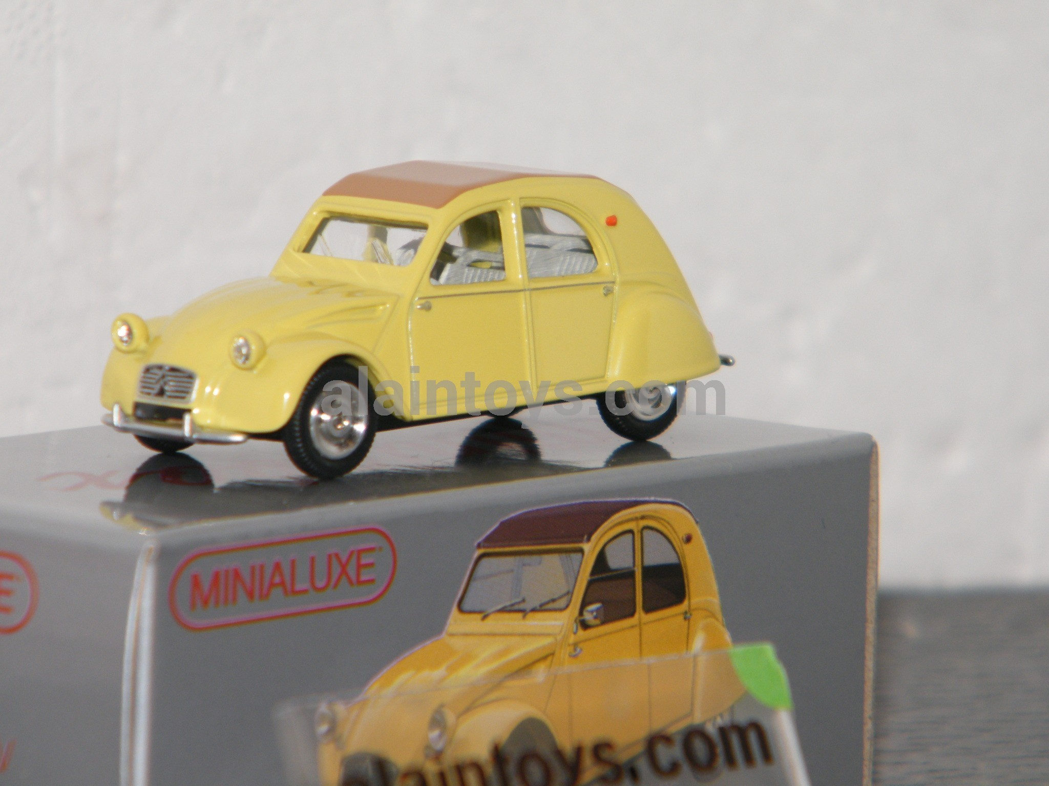 miniabox citro u00ebn 2 cv jaune by minialuxe france 1  66 u00e8 ref mb105 3se