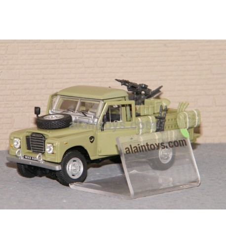 LAND ROVER DEFENDER 109 MILITAIRE CARARAMA 1/43 Ref 251XND4